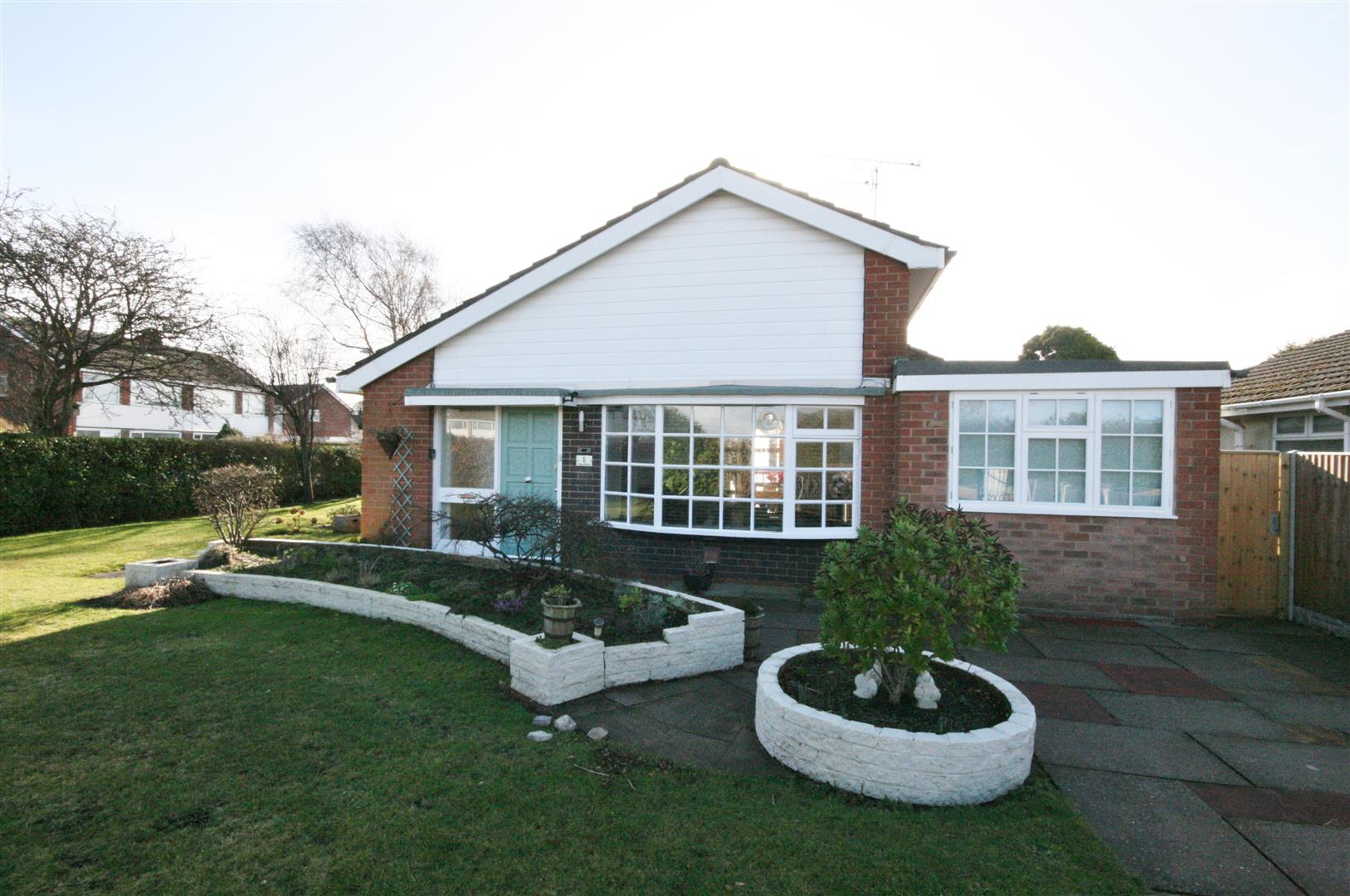 3 Bedrooms Detached Bungalow for sale in Otley Road, Lytham St. Annes
